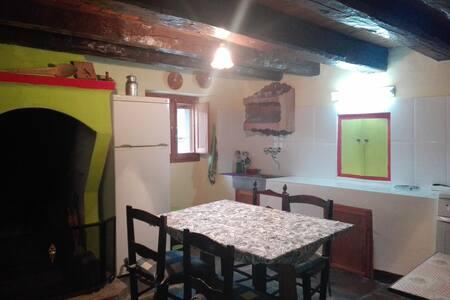 Casa del Yayo, Bernués, Silencio y cerca de Jaca