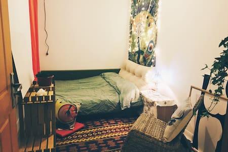 欢迎你来吃我做的饭睡我的猫躺我的床来一野摄影师与疯造型师的家 - Hangzhou - Apartament