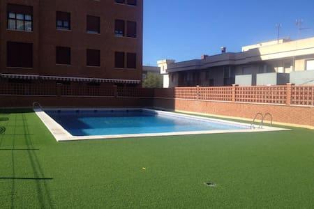 Precioso ático con terraza,piscina y vistas al mar - Melilla - Huoneisto