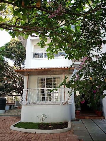 Villa vivianna a 4 bhk villa opp cidade de Goa