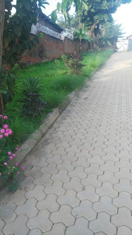 Comfy home - KARIBU KWETU - กัมปาลา - บ้าน