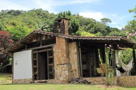 Charmosa casa de campo em Rio Bonito de Lumiar - Nova Friburgo - Stuga