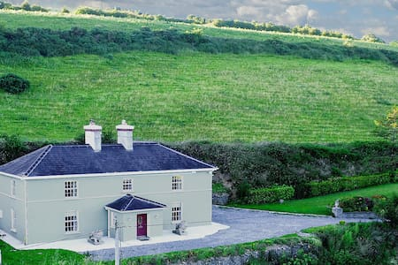Georgian house less than 20 min to Kinsale & Cork - Halfway - บ้าน