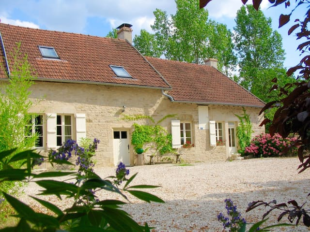Superb farmhouse in rural Burgundy (20 mins to A6) - Epoisses - Casa