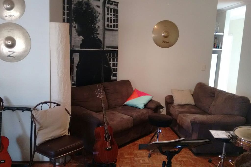 Relaxing and chill living room, heaps of musical instruments to play and have some fun.