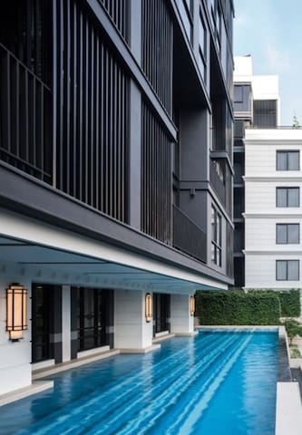 Elegant & Modern 1 BR/pool/BTS/Lumpini park/bars