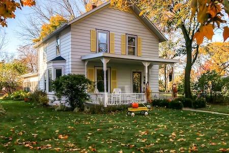 Warm 2BR Green Bay Home in DePere - De Pere - Ev