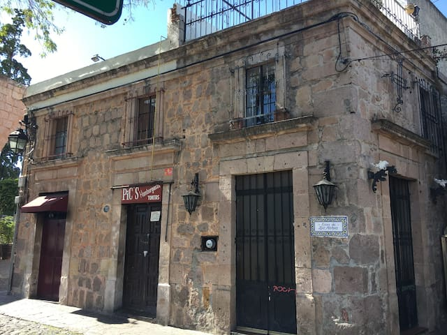 Casa histórica en centro de Morelia - Morelia - House