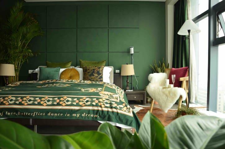 【Secret Garden】新年特惠!近西湖豪华酒店式公寓/武林地铁口/全景落地窗/100寸投影/