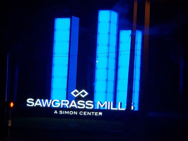 Sawgrass Beautiful Apartment Across from Mall