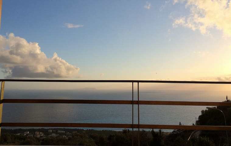 Your Balcony to the Ionian Sea :) - Palasë - Hus
