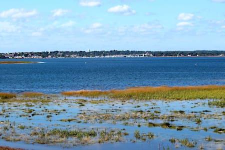 "PLUM ISLAND WATERFRONT RETREAT ~ ""FORE."" - Newburyport - Hus"