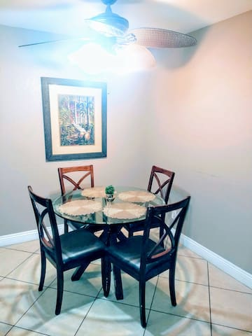Private room and bathroom in 2BD/2A