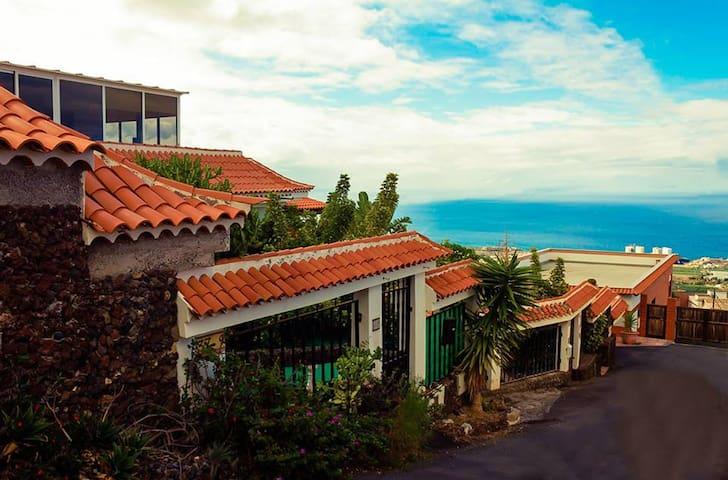 LOW PRICE! rent 4 rooms in a beautiful villa - Barrio Los Menores