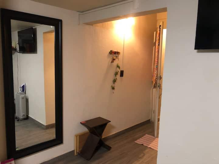 Room - Cerca el AICM, Foro sol