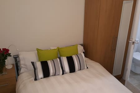 Double En Suite Room in Shared House - Peterborough - Apartemen
