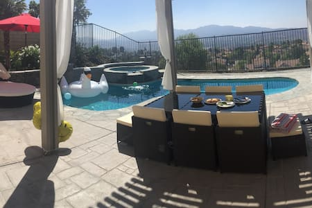 3 private bedrooms, Gorgeous, Clean, Modern POOL! - Santa Clarita
