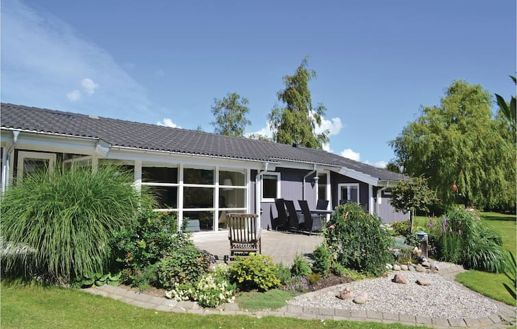 Holiday cottage with 3 bedrooms on 115m² in Ebeltoft