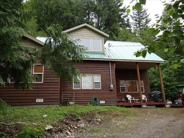 Two Story Cabin on Lake Front - Blind Bay - Stuga