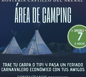 Hostal Castillo del Arenal ofrece zona de camping