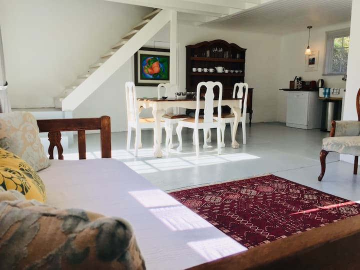 High Barn Studio. Spacious self catering cottage