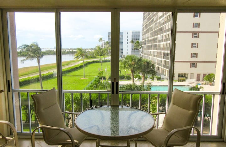 2B/2B BEACHFRONT ISLAND VACATION CONDO at Creciente w/ View of Gulf and Pool  C313N