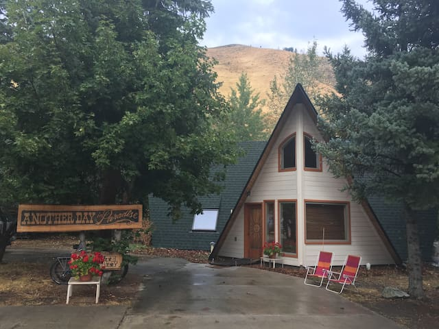 A-Frame in Paradise (Whole House) 4 Nights or more