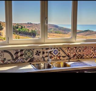 Affascinante villetta a mare - Montallegro