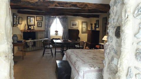 Samodzielny apartament gościnny w spokojnej wiosce.