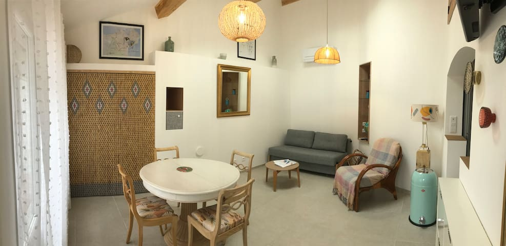 house with garden in the heart  center of Frejus