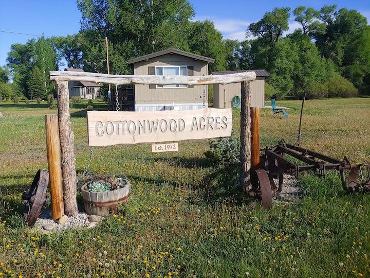 Cottonwood Acres Country Retreat