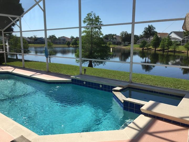Fabulous 4 Bed Pool Villa Close to Disney