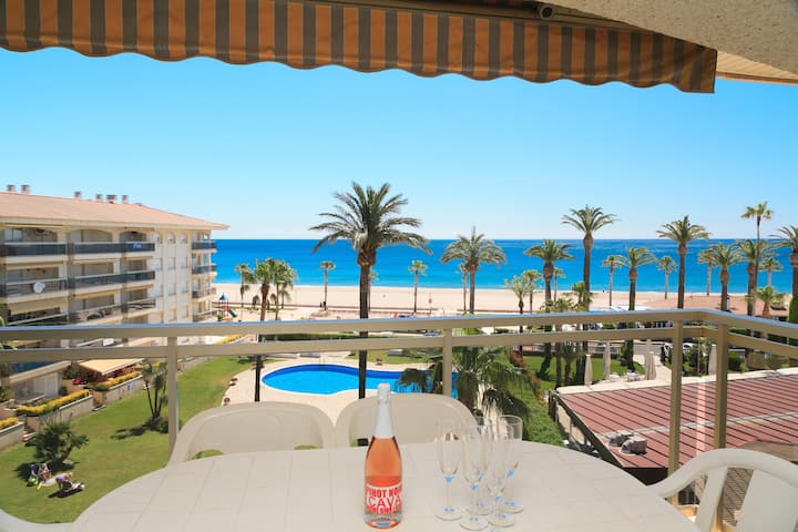 Nice Beachfront Apartment · Pool · Parking · UHC LOS FLAMENCOS 107