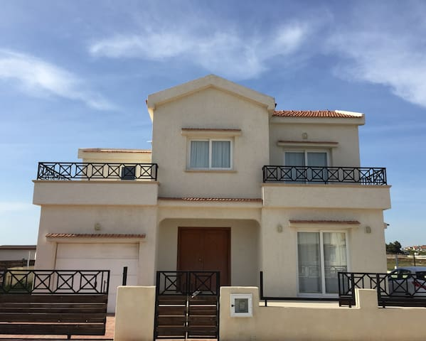 Your luxury Cyprus home away from home - Famagusta - Villa