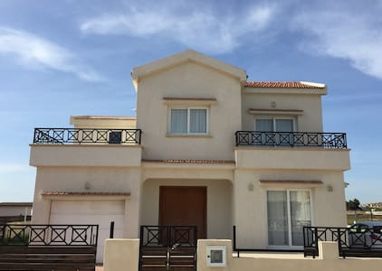 Your luxury Cyprus home away from home - Famagusta - Huvila