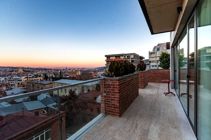 ❋ Stylish 2 BR & 2 Balconies Apt. In Old Tbilisi ❋