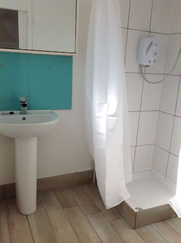 Lovely studio room on Thames - Staines-upon-Thames - Apartment