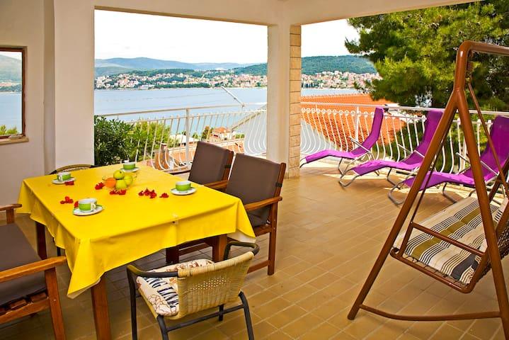 Apartment for 6 - terrace, sea view - Okrug Gornji - Apartment