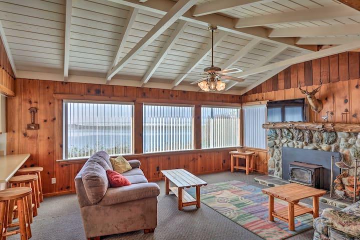 Coastal Smith River Cottage w/Ocean Views!