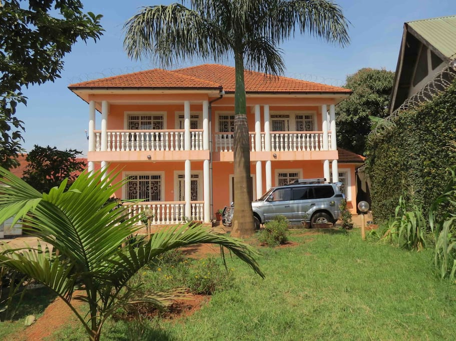 top hill colonial style villa european standard villas for rent in kampala central region uganda. Black Bedroom Furniture Sets. Home Design Ideas