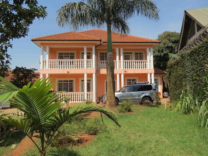 Top-hill Colonial-style Villa European standard