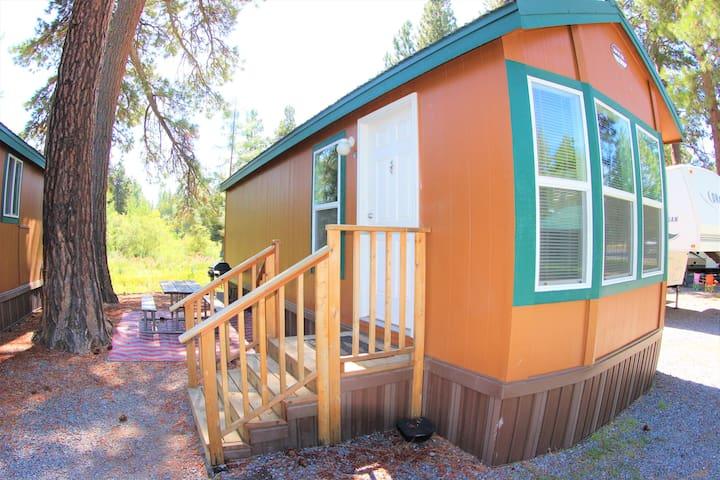 Crater Lake Resort - Creekside Cabin 31