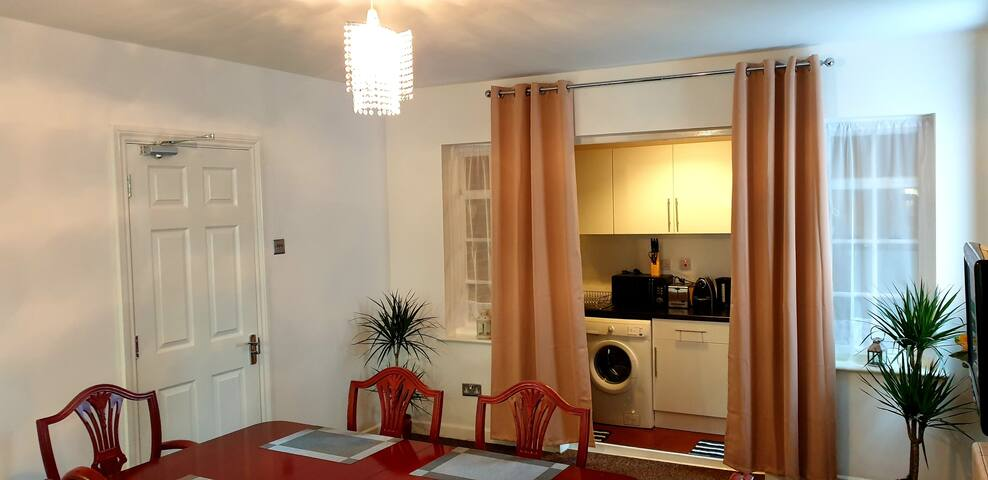 3 Bedroom Apartment Close To City Centre