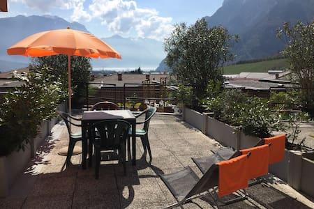 App con vista lago piscina e garage - Cologna - Leilighet