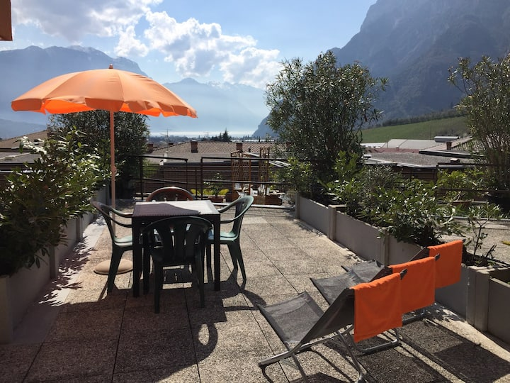 Apartment with the view on Garda Lake and garage