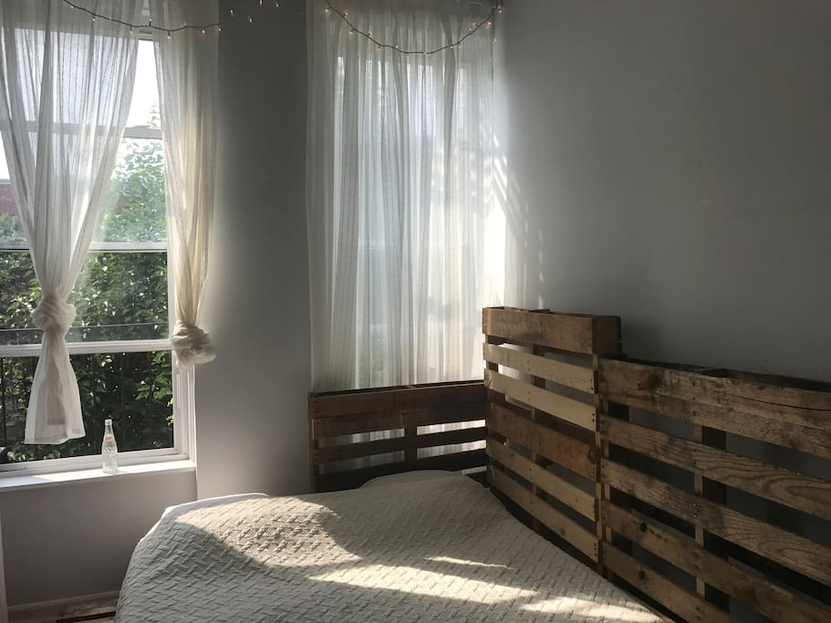 Beautiful room with private bathroom by bushwick for Rooms for rent in nyc with private bathroom