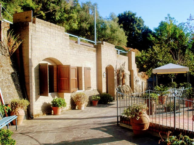 """LA STANZA"" TYPICAL TUSCAN HOUSE SEAVIEW"