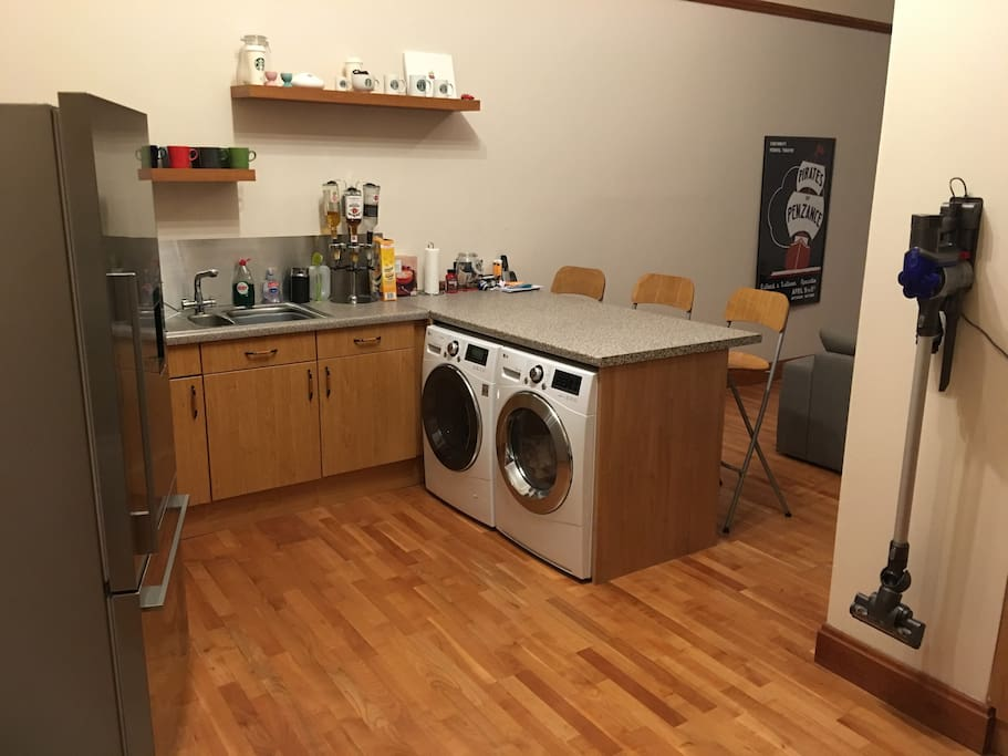 Breakfast bar and great kitchen living space.  New Washer/Dryer/Dishwasher