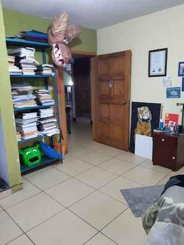 CUARTO PRIVADO, CON SERVICIO DE BAÑO, WIFI GRATIS.