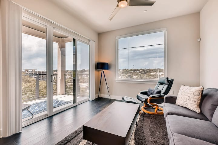 Capitol View Condos | Downtown Austin - Lone Star